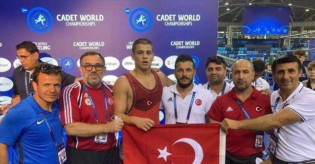 Son dakika: Milli güreşçi Rıfat Eren Gıdak yıldızlarda dünya şampiyonu oldu!
