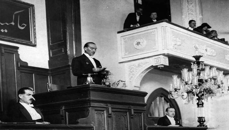 15 Temmuz 1920 - Atatürk'ün, Ankara milletvekili olarak Türkiye Büyük Millet Meclisi'nde yemin etmesi.