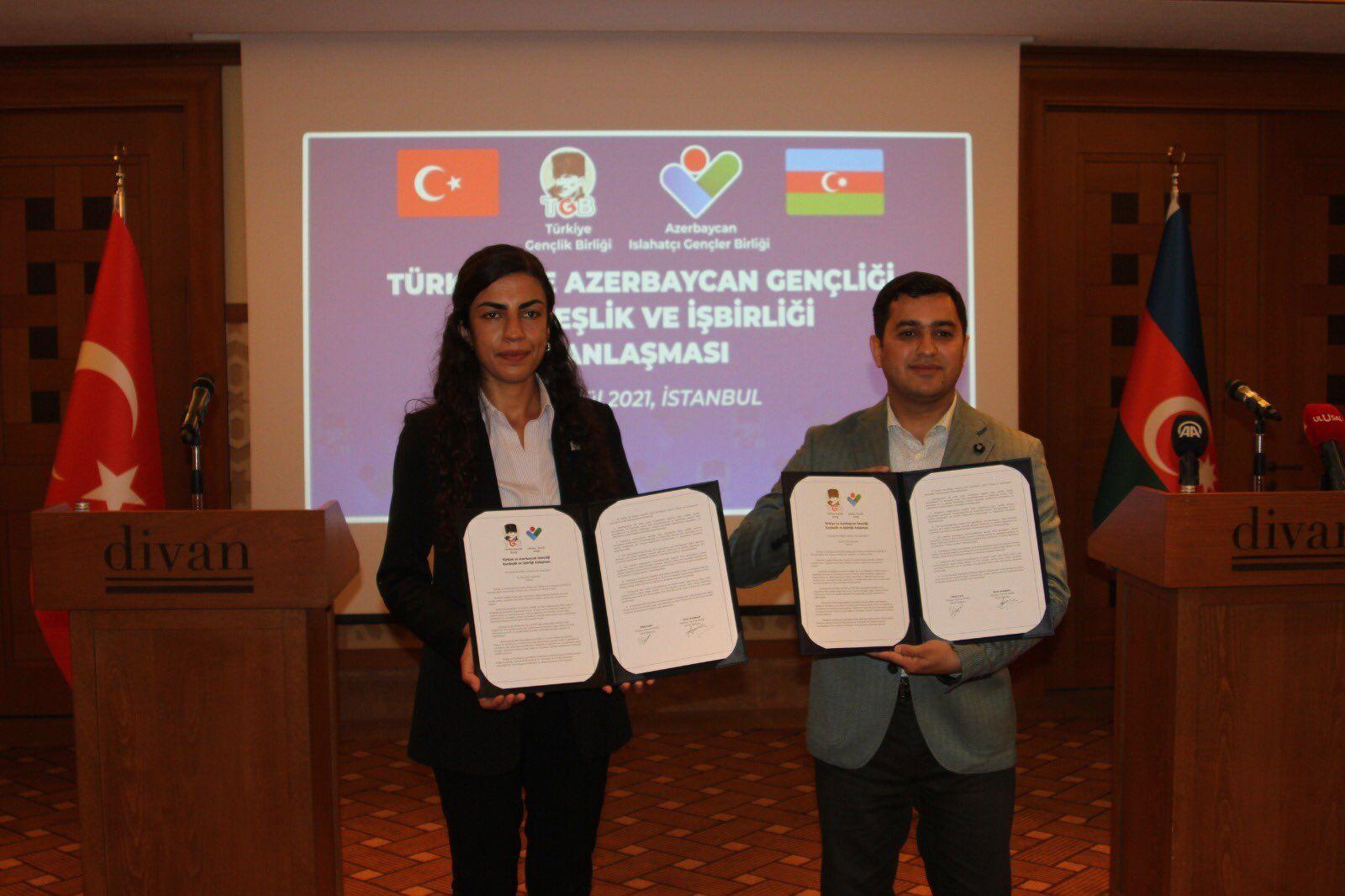 """EMPERYALİZME KARŞI MÜCADELE EDEN AZERBAYCAN VE TÜRK GENÇLERİ, """"KARDEŞLİK VE İŞBİRLİĞİ ANLAŞMASI"""" İMZALADI!"""